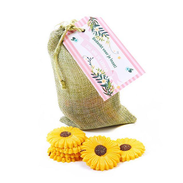 Choco zonnebloemen in jute zakje