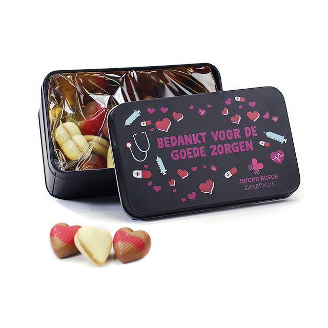 Luxe chocolade hartjes in geschenkblik