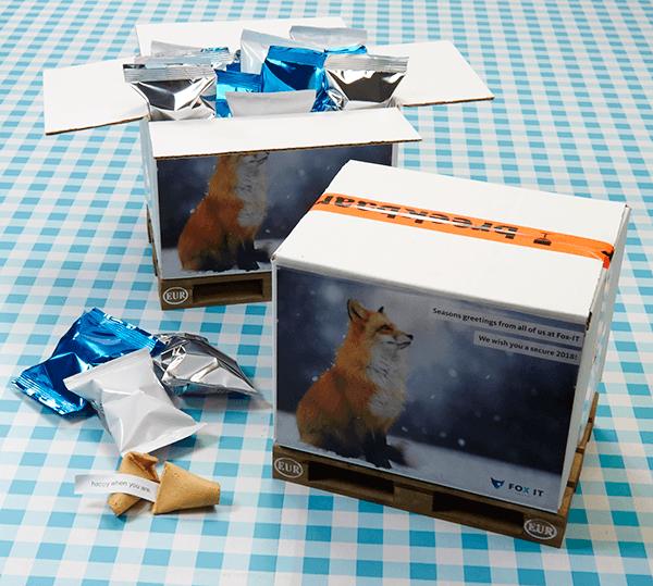 FOX-IT levert een analoog geschenk als digitale organisatie