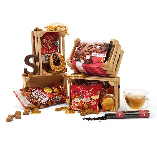 sinterklaasgeschenken houten kist met lekkernijen